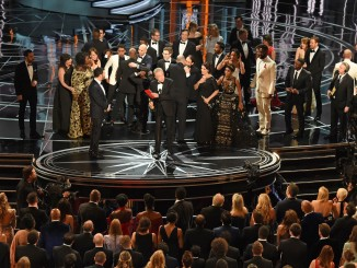 "The cast of ""Moonlight"" and """"La La Land"" appear on stage as presenter Warren Beatty (C), flanked by host Jimmy Kimmel (L) shows the winner's envelope for Best Movie ""Moonlight"" on stage at the 89th Oscars on February 26, 2017 in Hollywood, California. / AFP / Mark RALSTON        (Photo credit should read MARK RALSTON/AFP/Getty Images)"