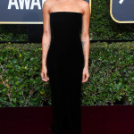 rs_634x1024-180107162032-634-red-carpet-fashion-2018-golden-globe-awards-zoe-kravitz