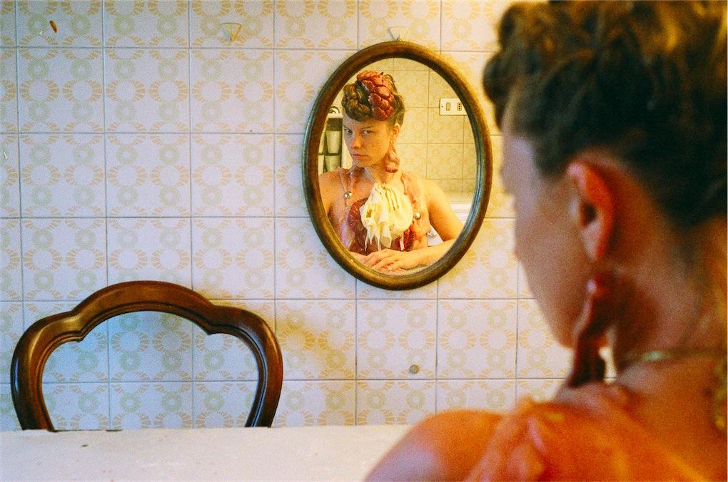 9.-Sissi-immagine-tratta-dal-film-LUomo-Doppio-2012