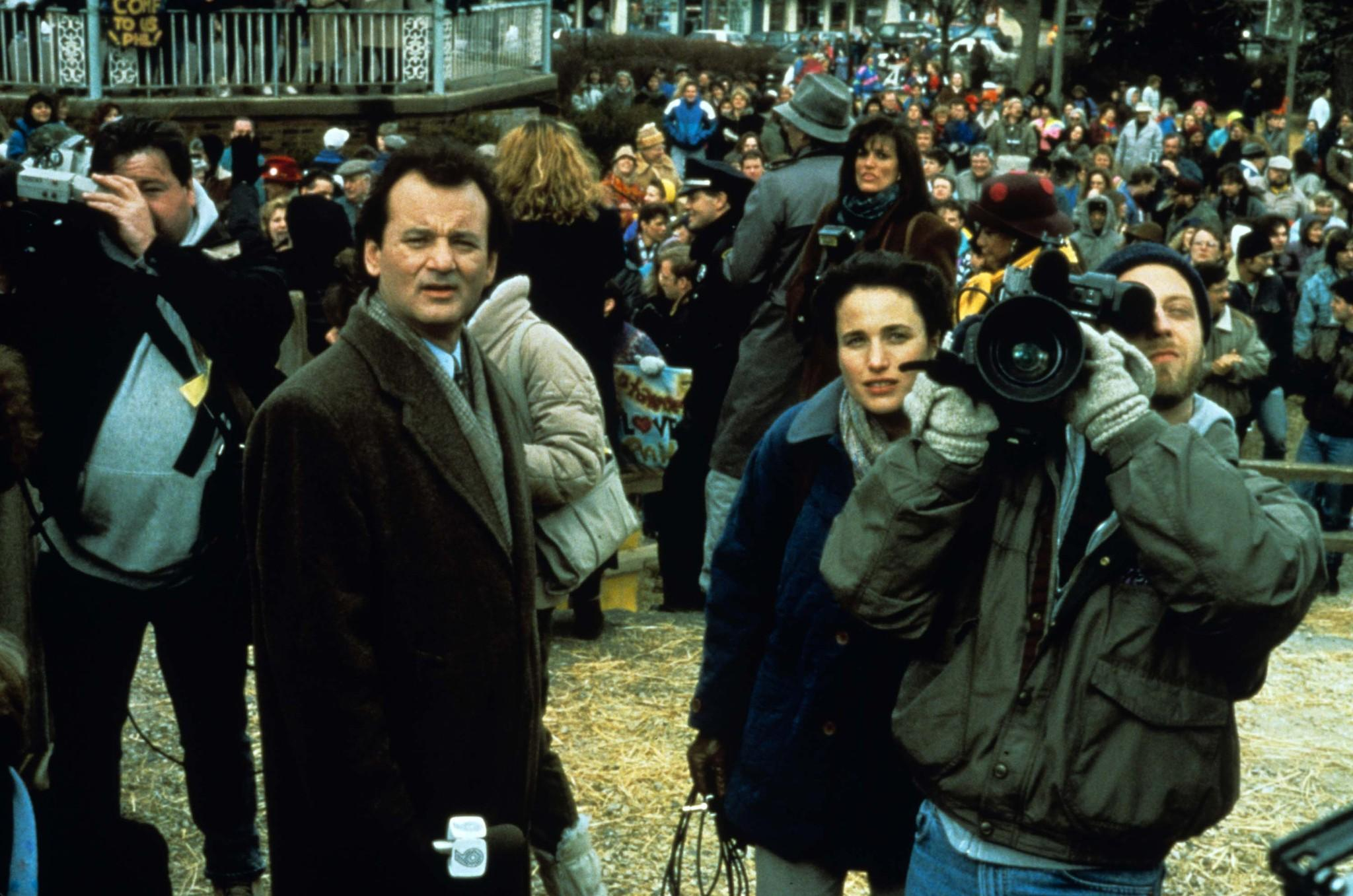 bill-murray-andie-macdowell-and-chris-elliott-in-groundhog-day-(1993)-large-picture