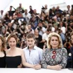 Il cast e la regista del film La tete haute