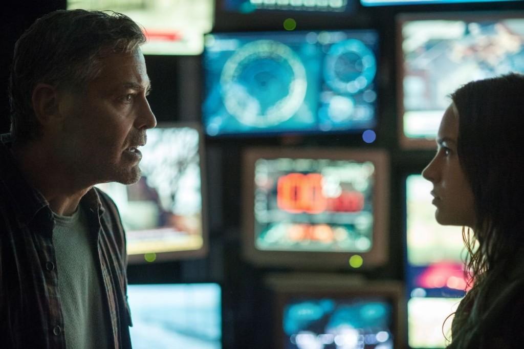 George Clooney e Britt Robertson in una scena del film.