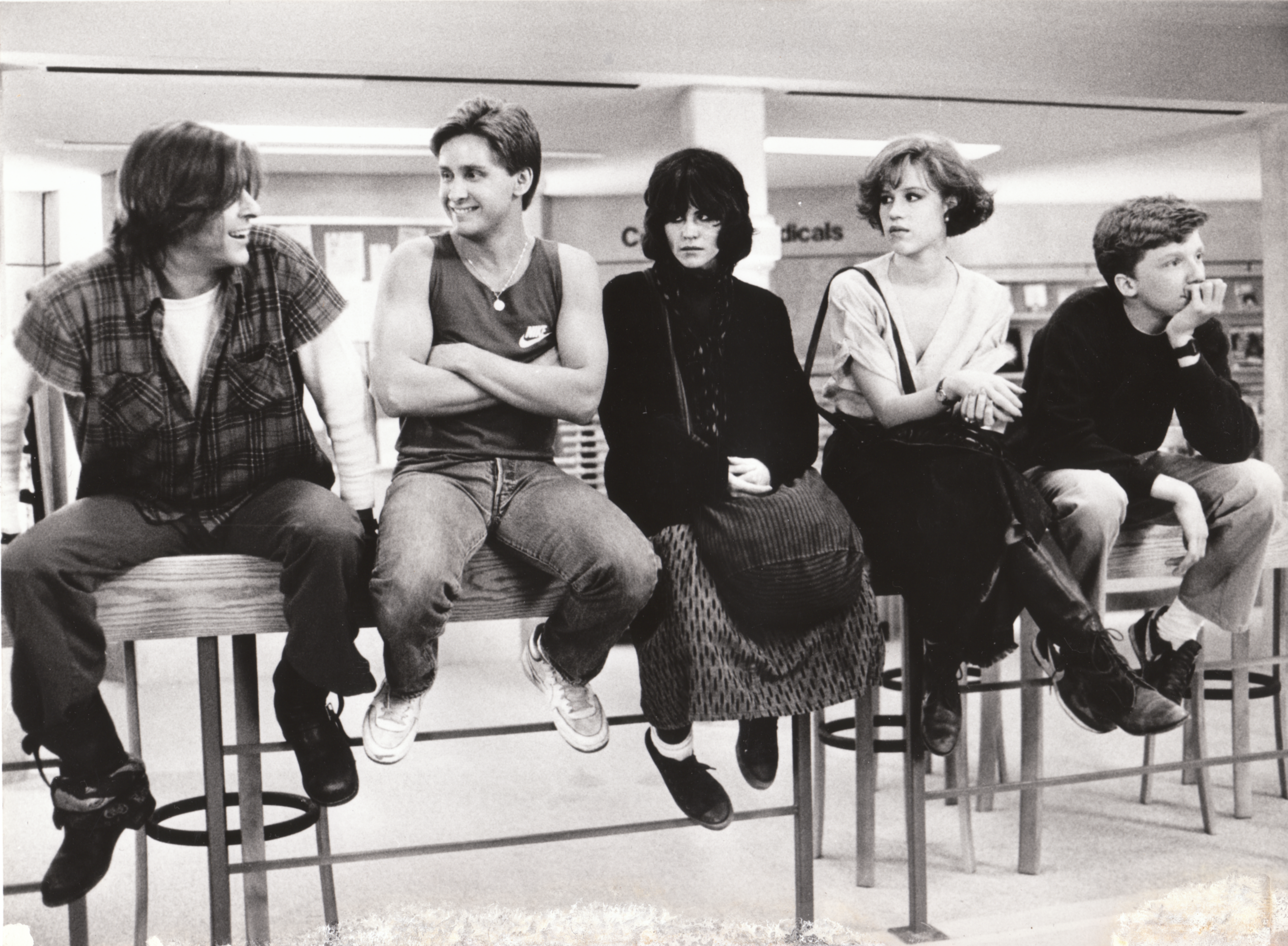 The-Breakfast-Club-Anthony-Michael-Hall-Molly-Ringwald-Judd-Nelson-Emilio-Estevez-Ally-Sheedy-_298556-55