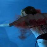 Il cadavere di Nina ritrovato in piscina.
