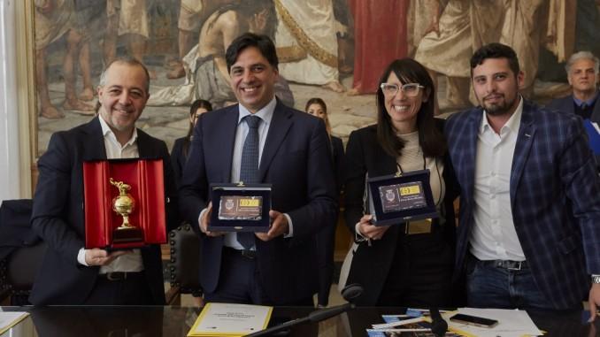 2019_Cateno-Piazza_Salvo-Pogliese Sindaco_Barbara-Mirabella Assessora_Daniele-Urciuolo-1038x576
